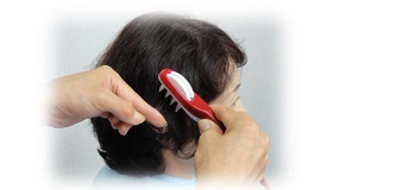 ヘアカットコームで髪カット 美容院後のお直しをする
